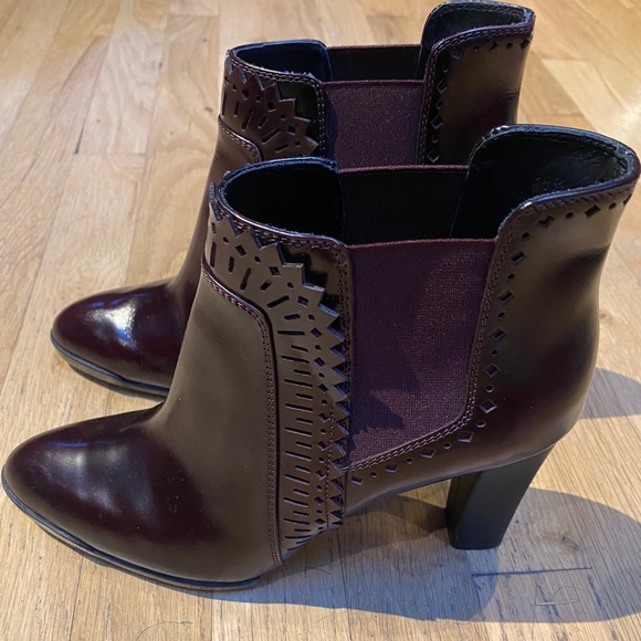 Tod's Burgundy Ankle Boots size 8- NARROW